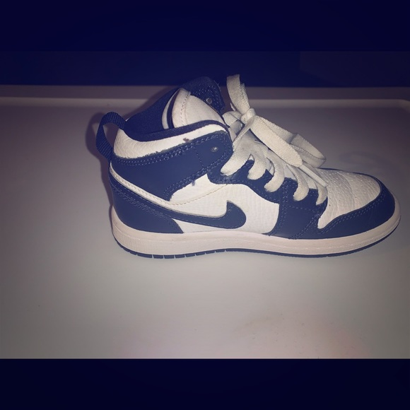 navy blue and white jordan 1s